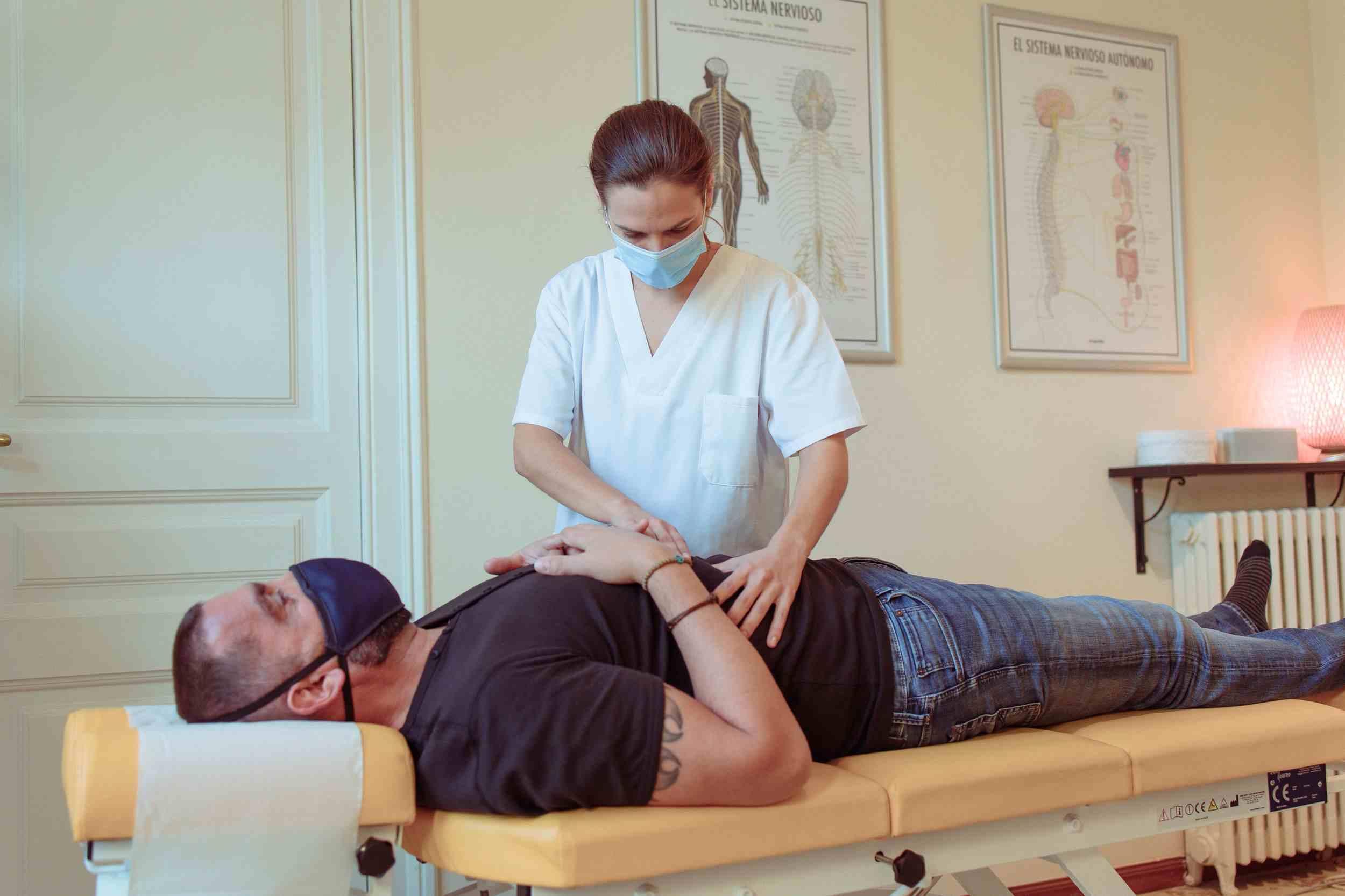 Ajuste quiropractico para el estrés